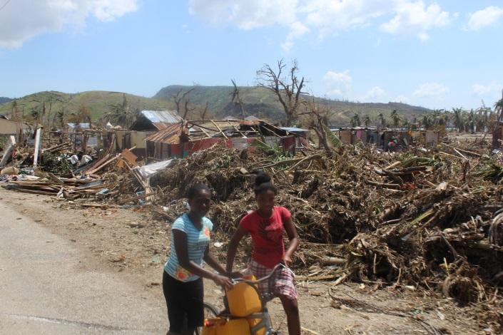 girls-in-front-of-matthew-rubble